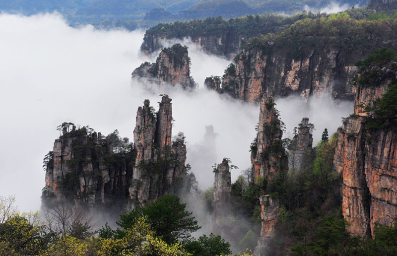 Tianzi Mountain in Wulingyuan Scenic Area
