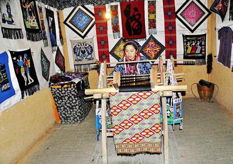 Tujia Clothing