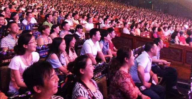 Zhangjiajie-Charming Xiangxi Show Popular Among Tourists