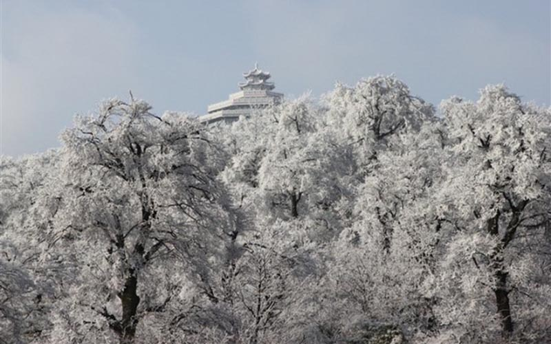 Winter is a Good Time to Enjoy Snow View in Tianmen Mountain