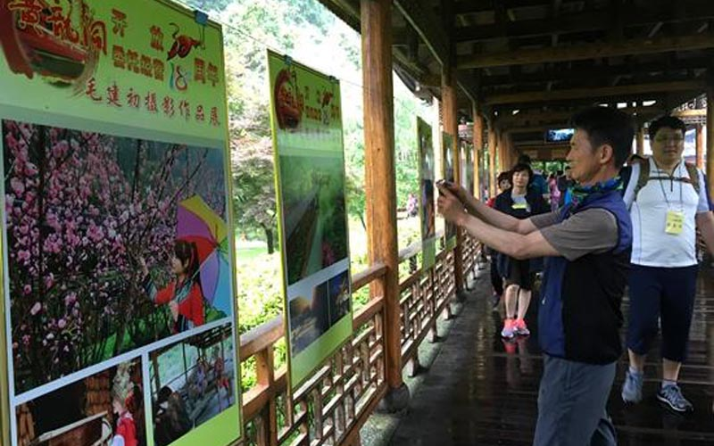 Photo Exhibition Held to Commemorate 30th Anniversary of Yellow Dragon Cave