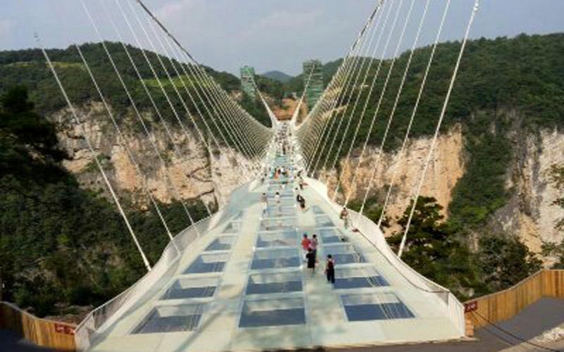 New Glass Bridge Across Zhangjiajie Grand Canyon Starts Trial Operation
