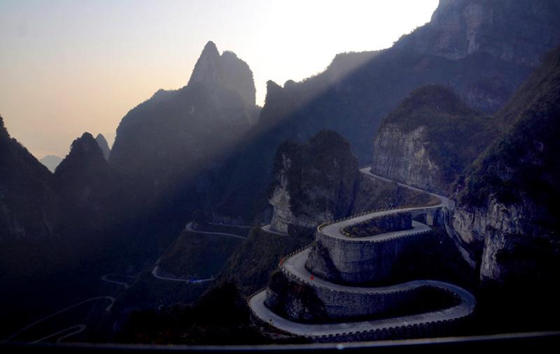 99 Bends Road on Zhangjiajie Tianmen Mountain Reopen