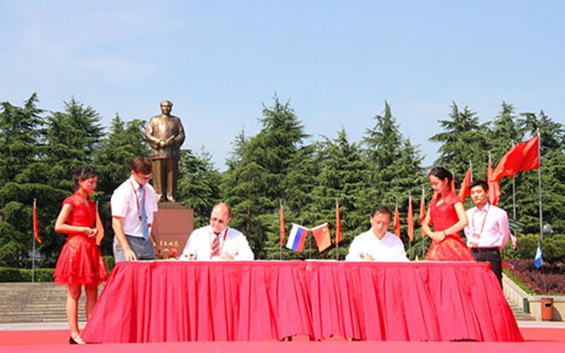 China Cooperate with Russia on Red Tourism