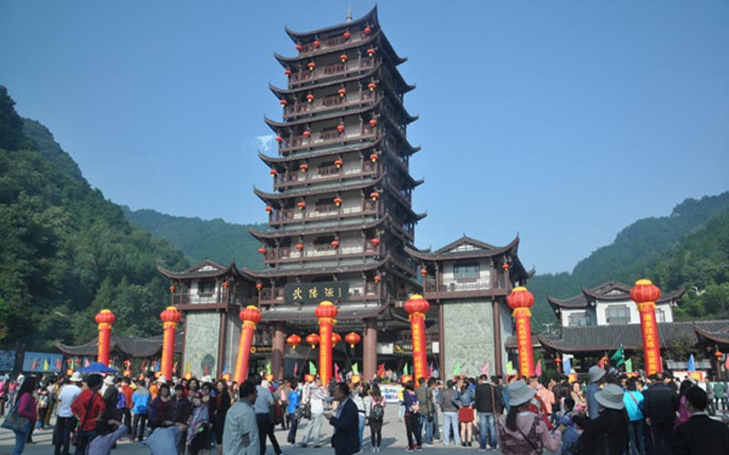 Wulingyuan Core Scenic Area Receives 50,000 Tourists
